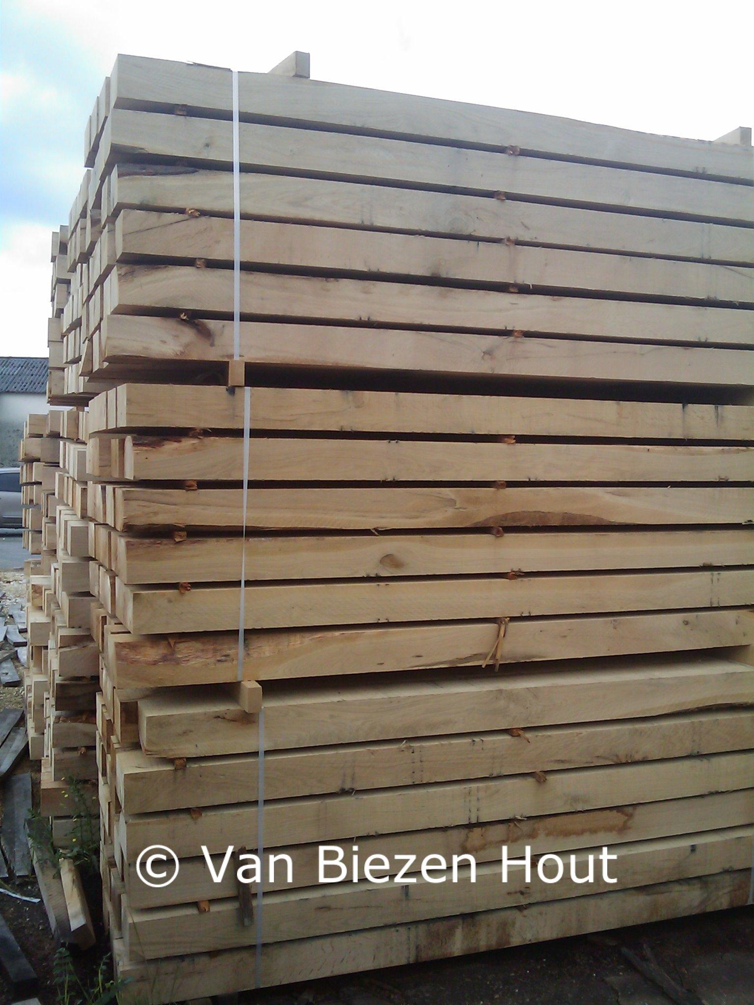 eiken balken tegen lage prijzen van biezen eikenhout